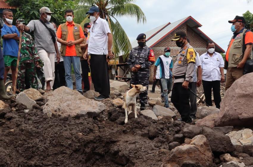 SAR Dog Diturunkan untuk Melacak Korban Hilang