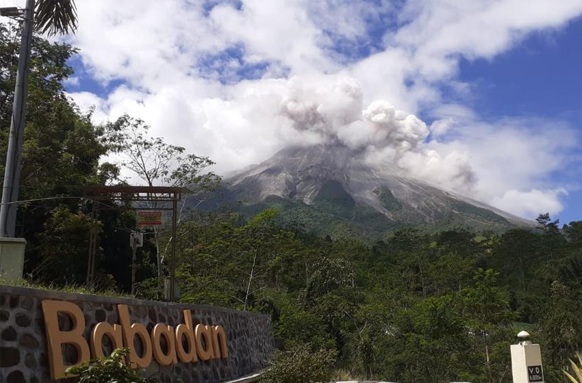 Gunung Merapi Luncurkan Awan Panas Sejauh 2 Kilometer