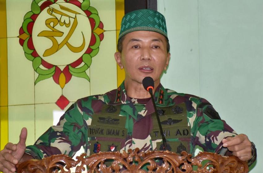 Danpussenarmed Mayjen TNI Totok Imam Santoso Berikan Ceramah kepada Anggota