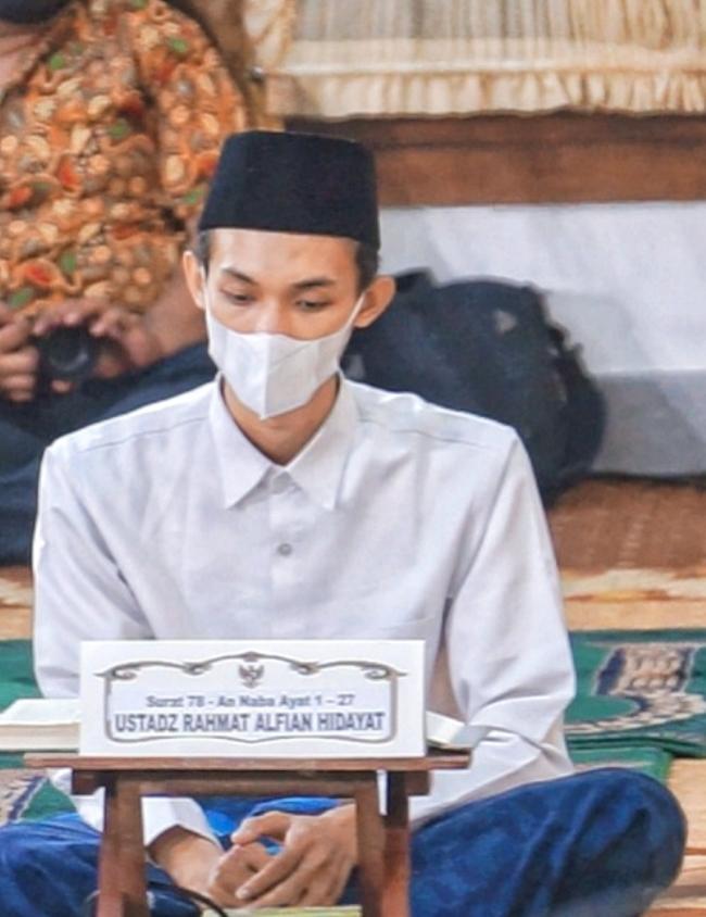 Anak Mojokerto Dipercaya Jadi Imam Masjid di UEA