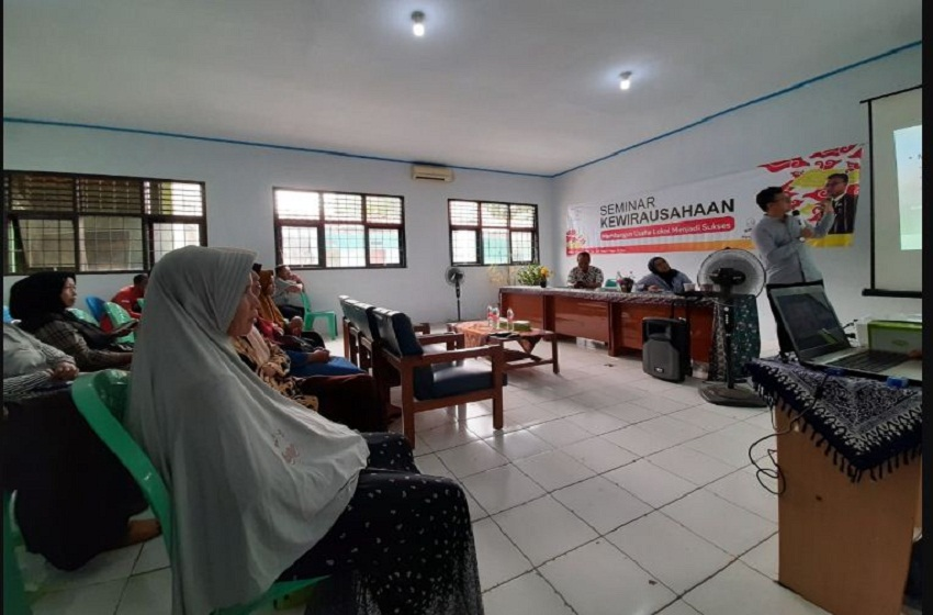Kerupuk Mlarat Cirebon Binaan Universitas Pertamina Naik Kelas