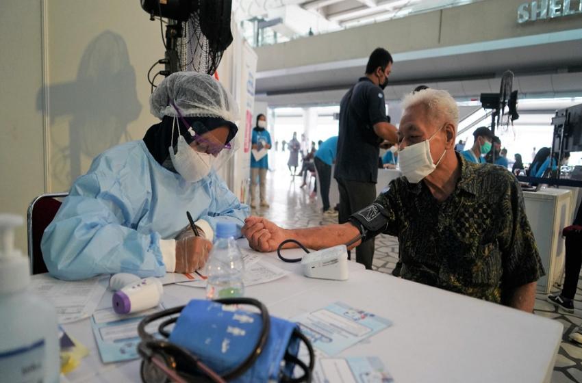 Menkes Budi Dukung Layanan Sentra Vaksinasi oleh Traveloka di Bandara Soetta