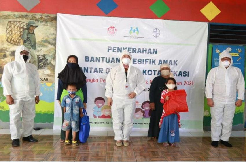 Kemen PPPA Beri Bantuan Kebutuhan Spesifik Anak di Bantar Gebang