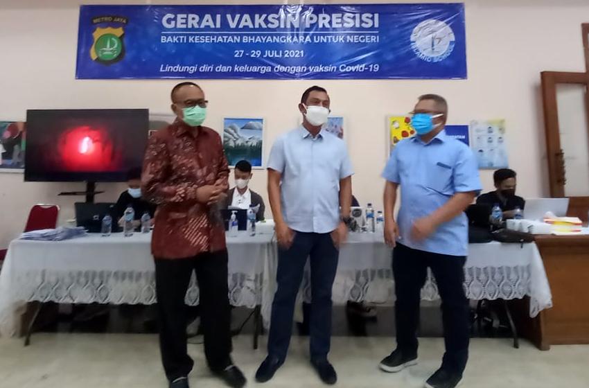 Di Gerai Vaksin Presisi SMU GIS Condet, Pulang Vaksin Dapat Sembako