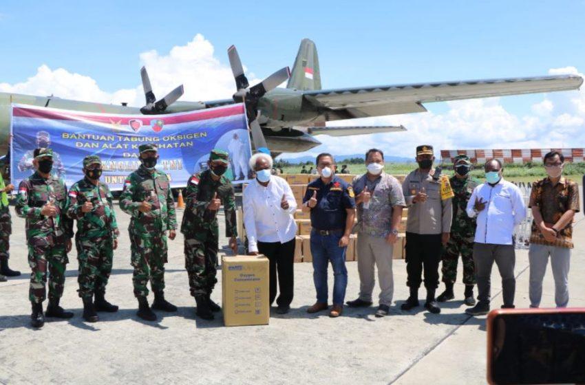 Panglima TNI Serahkan Bantuan Tabung Oksigen dan Alkes pada Masyarakat Papua