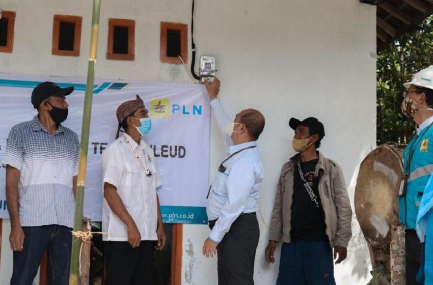 Merdeka dari Gelap, Warga Desa Nangela Sukabumi Kini Nikmati Listrik
