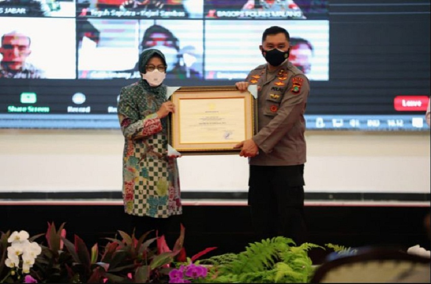 Mensos Beri Penghargaan 143 Penegak Hukum Penyelamat Uang Negara Terkait Bansos