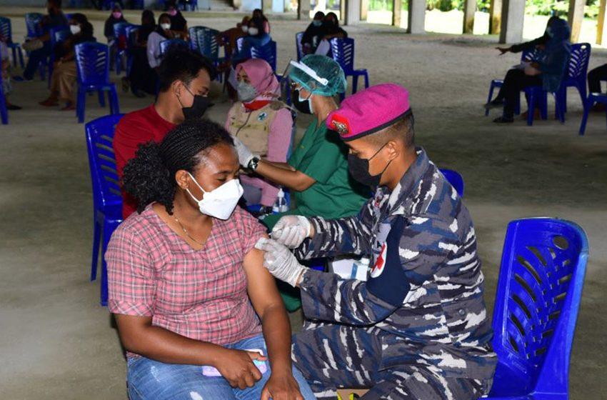 Pasmar 3 Korps Marinir Gelar Vaksinasi Covid-19 di Kampus Unimuda Sorong
