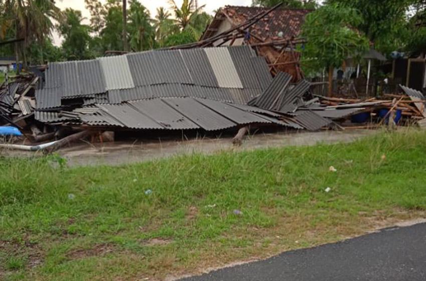 Angin Puting Beliung Terjang Pemukiman Warga di Lampung Timur