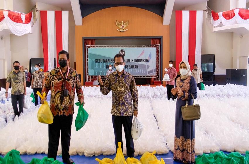 Bantuan Sembako Indonesia Bagi WNI di Brunei Darussalam