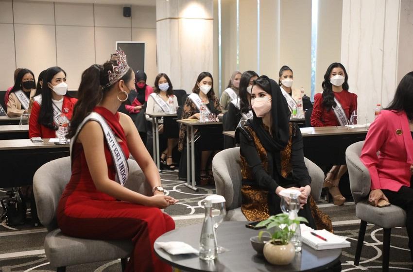 Arumi Tekankan 12 Finalis Puteri Indonesia Jatim Temukan Passion dan Value Kepentingan Masyarakat